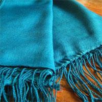 Handgewebter Seidenschal türkisblau 45 x 180 cm Variation-