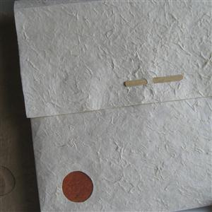 Geschenktasche aus handgeschöpftem Papier naturfarben