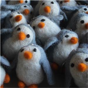 Filz Pinguin Schlüsselanhänger Taschenanhänger Glücksbringer handgefilzt Fairtrade